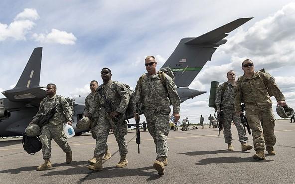 Американские военнослужащие высаживаются на литовском аэродроме для совместных учений НАТО