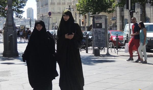 Эта французская традиция «свободы, равенства, братства» оставила абсолютно свободное пространство для терроризма