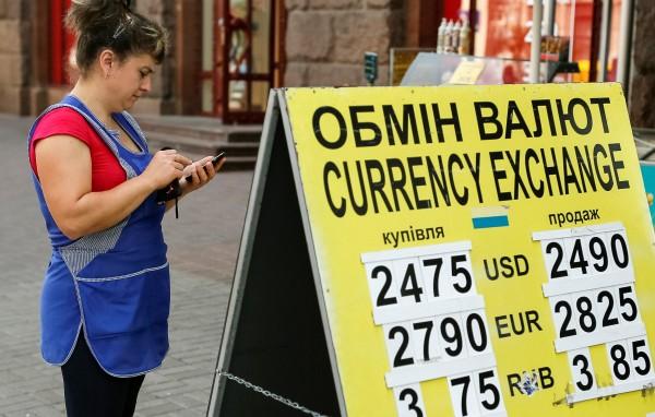 Экономика Украины подсела «на иглу» переводов из России