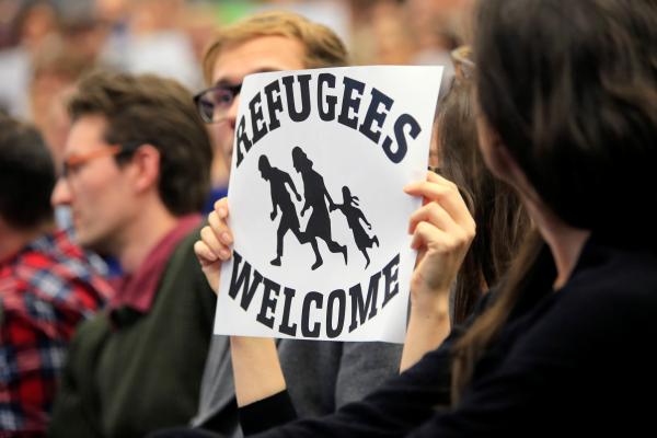 Немцы массово покидают Германию из-за потока беженцев