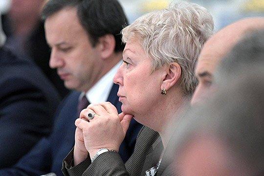 Немигающе и задумчиво смотрела в вечность министр образования Ольга Васильева