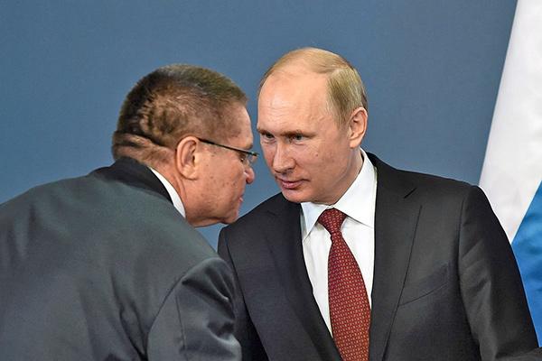 Путин усиливает свою власть, а американцы в переговорщики набирают придурков