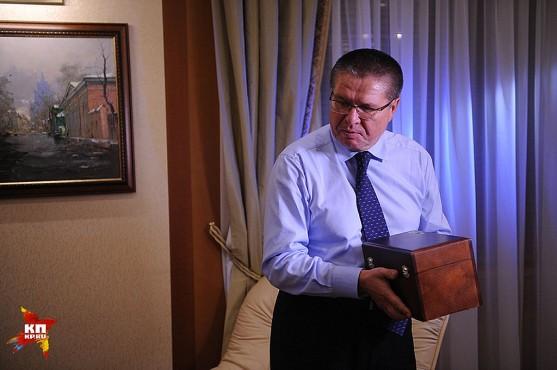 Официально за 2014 год в должности министра Улюкаев получил 51,5 млн. руб