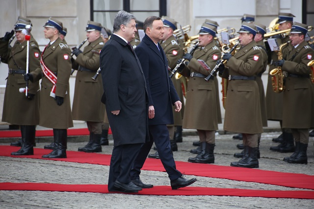 December 2, 2016 - Warsaw, Poland - President Duda received Ukrainian President Petro Poroshenko and First Lady Maryna Poroshenko with military honours at Presidential Palace in Warsaw. (Credit Image: Global Look Press via ZUMA Press)