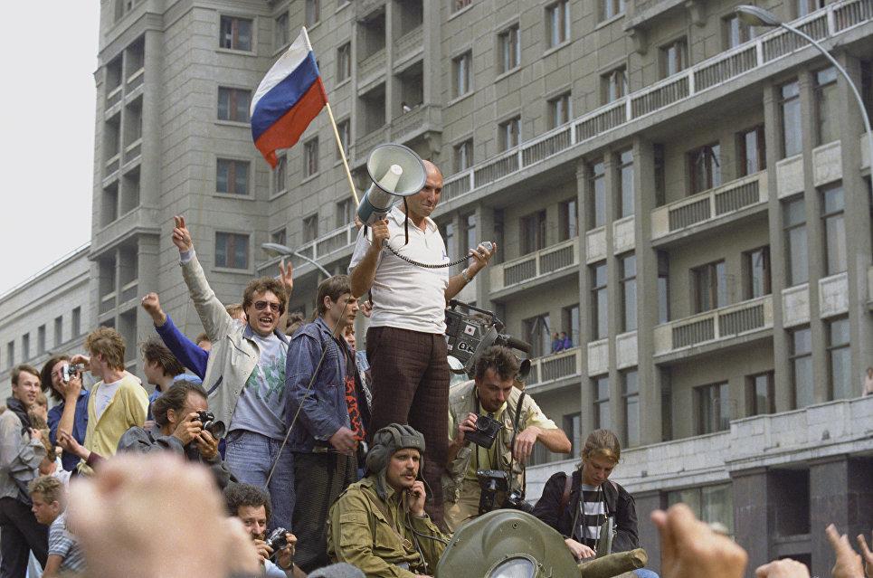 Советский флаг, крушение СССР и несбывшиеся надежды