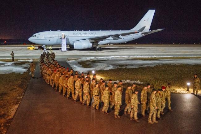 НАТО перебрасывает к границе с Россией сотни танков и солдат