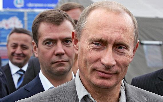 Путин остается «тефлоновым», а страна ждет отставки Медведева