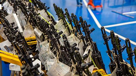 Миллионы стволов на складах: как легально купить ППШ, «Мосинку» и Калашников