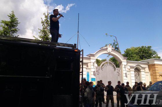 А хозяин с Ангелой... Как колонна активистов ездила кошмарить Порошенко к нему домой и что из этого получилось