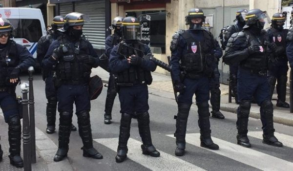Акция противников Макрона в Париже переросла в беспорядки