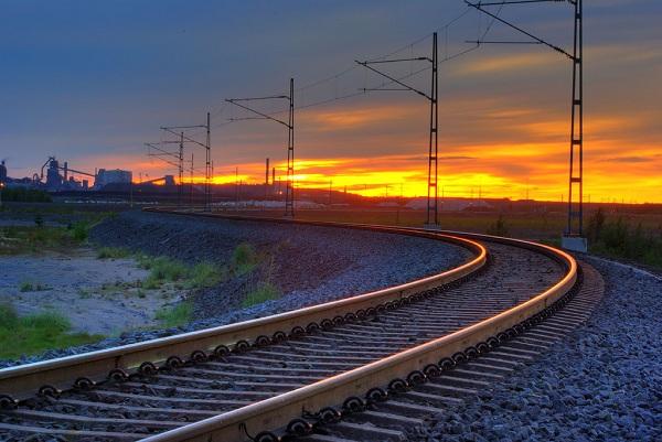 Маразм крепчал: декоммунизация добралась до железнодорожной колеи