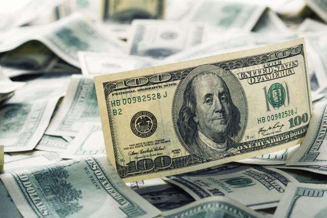 Стали известны курсы евро и доллара в июне