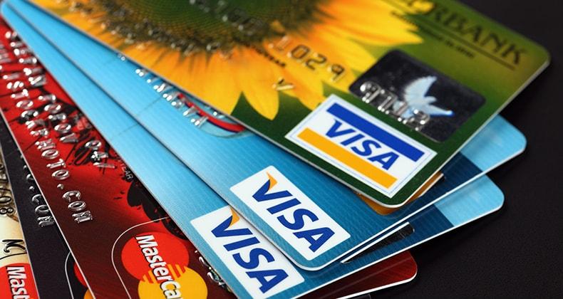 """Размер долга по кредитным картам в США превысил """"зловещую отметку"""""""