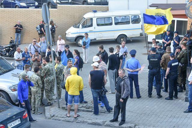 Кто раскачивает Одессу? В город опять автобусами везут радикалов