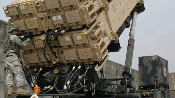 В целом система ПВО построена таким образом, что она в состоянии сбивать только одиночные цели.