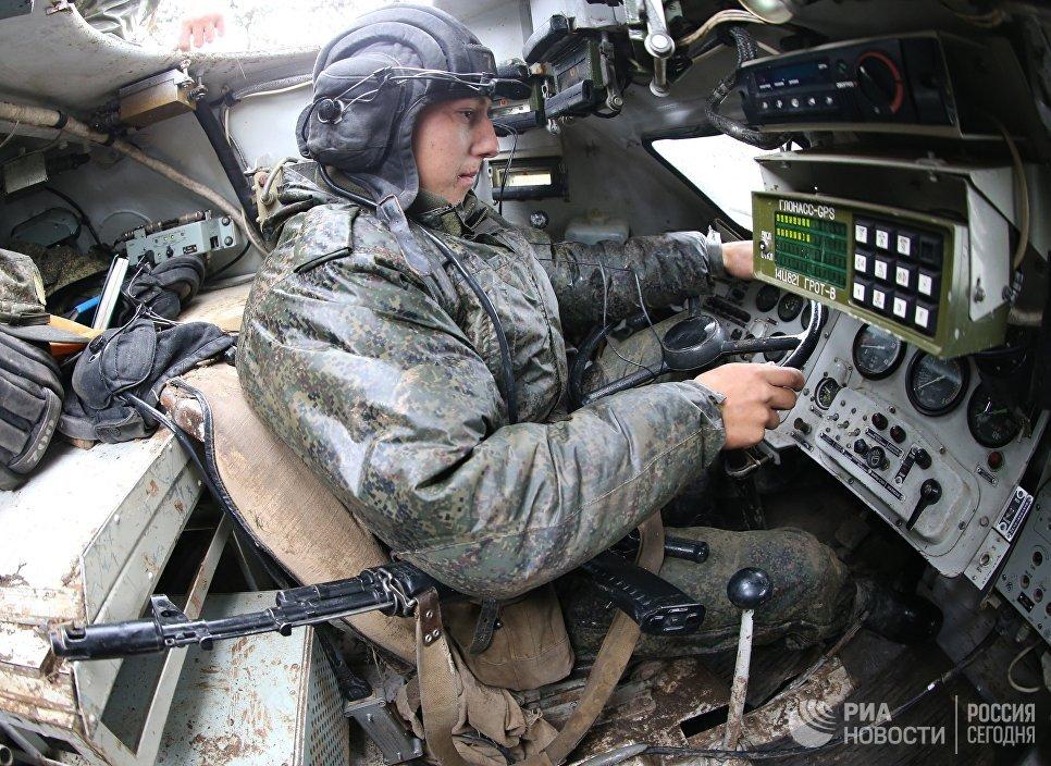 """Механик водитель БМП-2 во время тактических учений """"Запад-2017"""""""
