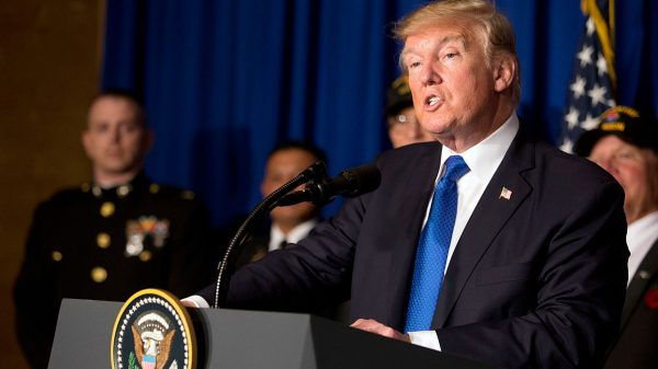 """Именно при Трампе и в пику Трампу антироссийская истерия в США превратилась в национальное помешательство: """"вмешательство в выборы"""", """"русские хакеры"""", """"боты"""", """"тролли"""", """"покемоны""""."""