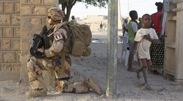 Французский солдат во время операции «Бархан» в Томбукту Reuters © Joe Penney