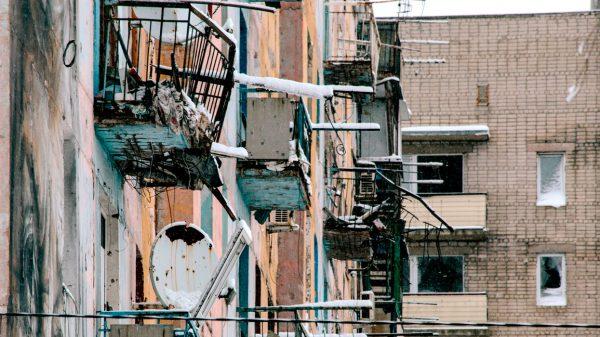 24 ноября 2017 года. Донецк. Дом, подвергшийся обстрелу. Фото: www.globallookpress.com