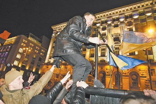 Все против всех: Украинские силовики сошлись в битве за власть