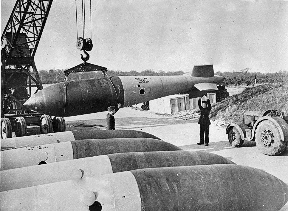 Бомба Grand Slam на аэродроме Королевских ВВС
